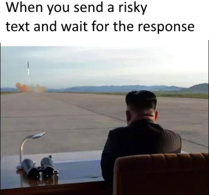 Когда вы отправляете рискованное сообщение и ждёте ответную реакцию.