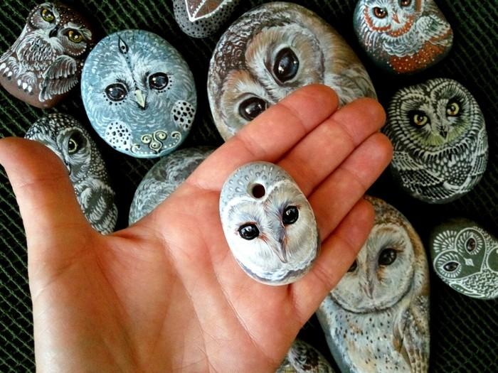 Каменные совы #2 Подозрительная сова, Сова, Роспись по камню, Горный Алтай, Живопись, Длиннопост, Роспись, Акрил, Птицы