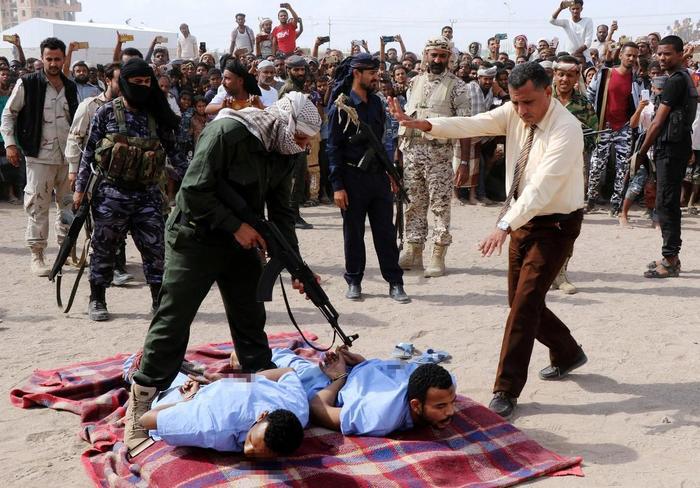 В Йеменской Республике публично расстреляли двух педофилов Возмездие, Йемен, Правосудие, Педофилия, Длиннопост, Негатив, Новости, Смертная казнь