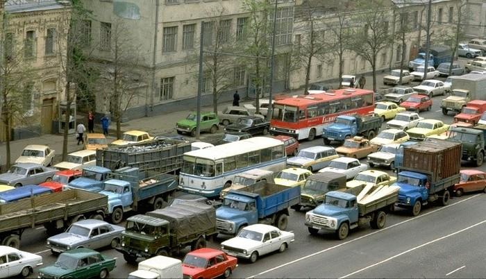 Какие автомобили стояли в московских пробках 30 лет назад Ностальгия, СССР, Москва, Авто, Пробки, Фотография