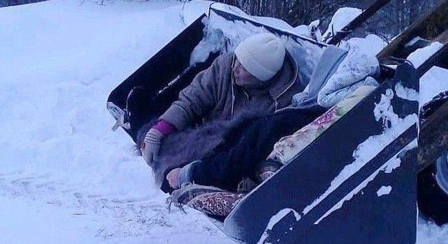 В Татарстане объявили благодарность фельдшеру, отправившей сельчанку до «скорой» в ковше трактора. Скорая помощь, Снегопад, Находчивость