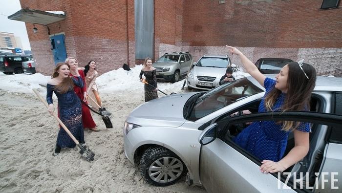 Флешмоб в вечерних платьях на борьбу со снегом Флешмоб, Снег, Ижевск, Снегопад, Длиннопост, Удмуртия