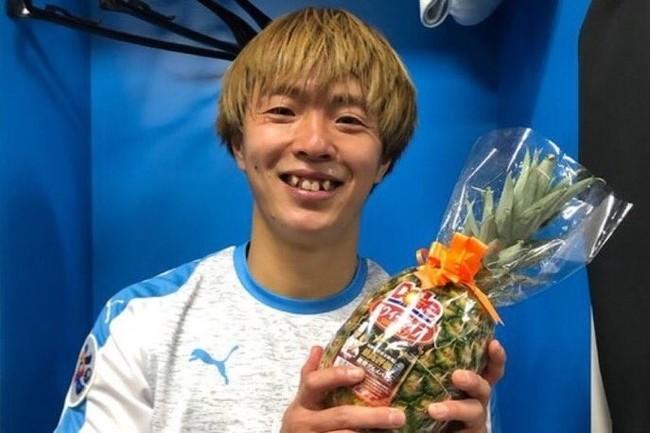 Награду лучшему игроку матча в Лиге чемпионов Азии! Ананас, это просто чертов ананас!
