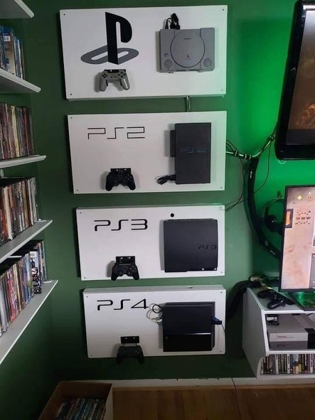 Пользователь Reddit показал свою коллекцию PlayStation — все четыре консоли, установленные на одной стене в самодельных «витринах».