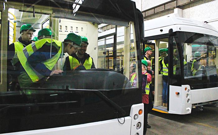 Крупнейший в России производитель троллейбусов собрался уволить половину сотрудников. Троллейбус, Увольнение, Завод, Взятка, Коррупция, Новости, Негатив