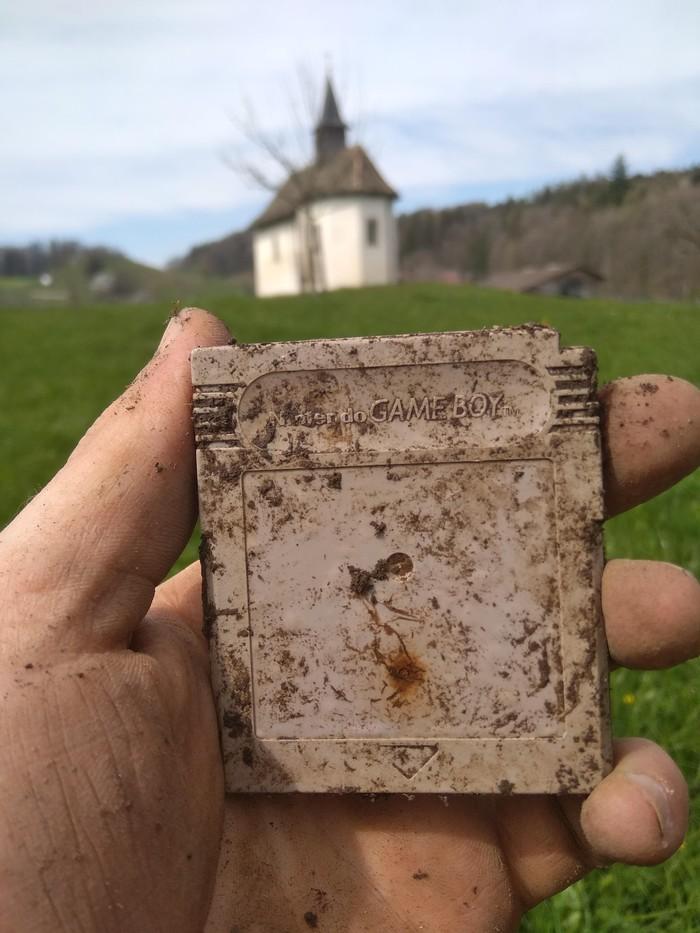 Нашёл это когда обыскивал землю металлоискателем.