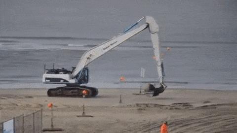 Взрыв мины второй мировой на пляже