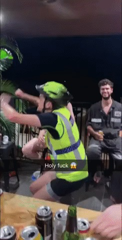 Это абсолютно безопасно, я же в шлеме!