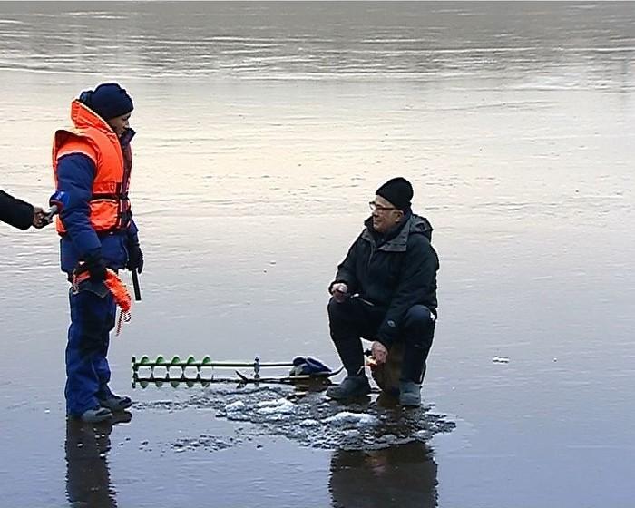 Что ими движет? Рыбалка, Тонкий лед, На всю голову, МЧС, Глупость