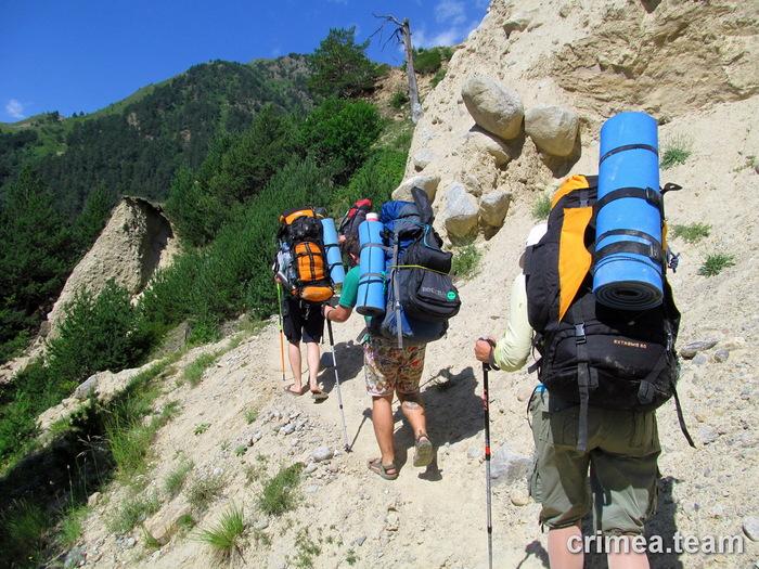 Что у него в рюкзаке? Поход, Горы, Жена, Провожает, Муж, Туристы, Презерватив