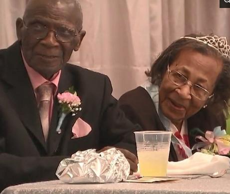 Муж и жена на 82-летнюю годовщину брака раскрыли секрет крепких отношений Секрет, Отношения, Супружество, Доброта