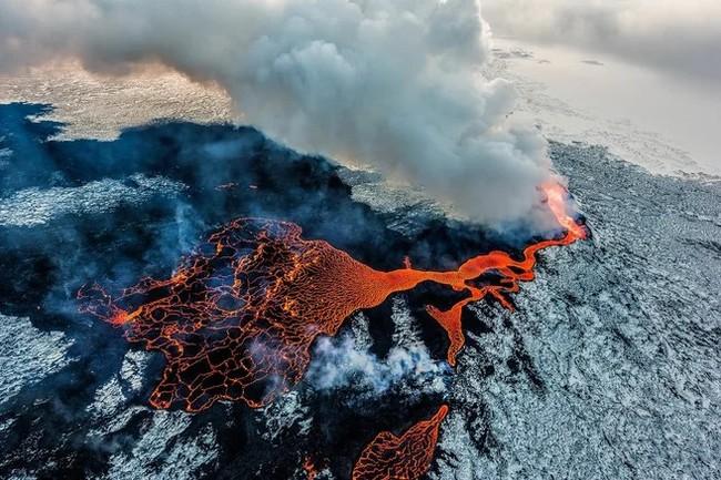 В Японии произошло извержение крупнейшего вулкана страны Вулкан, Япония