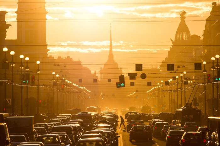 Залитый солнцем Невский проспект Санкт-Петербург, Весна, Солнце, Закат, Фотография, Пешеход