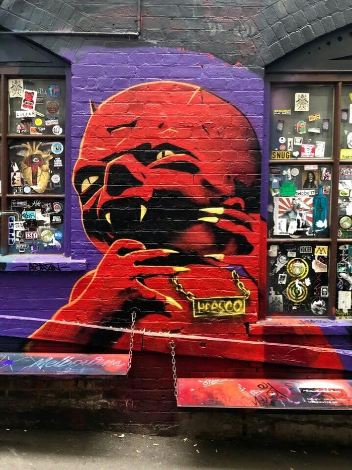 Дворик с рок тематикой Рок, Двор, Граффити, Картинки, Длиннопост