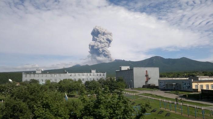 Итуруп, вулканы за окном Итуруп, Извержение вулкана