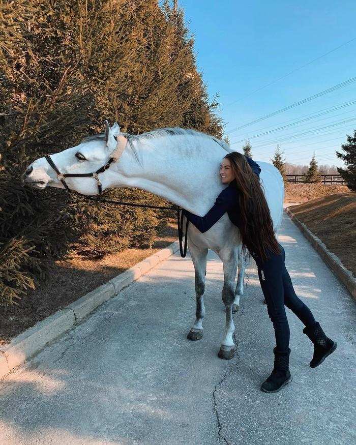 Люди любят лошадей, а лошади любят... Лошади, Девушки