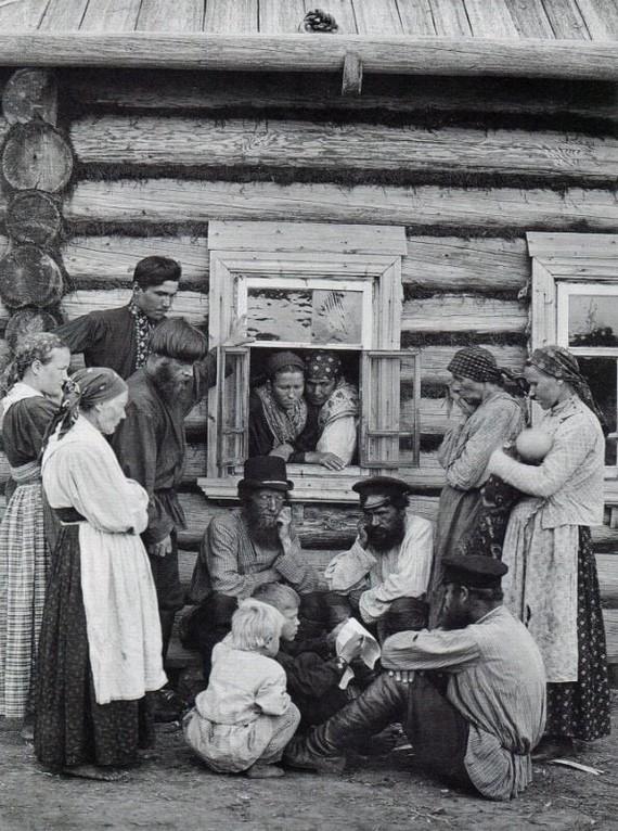 Грамотный мальчик читает вести с войны, Первая мировая.