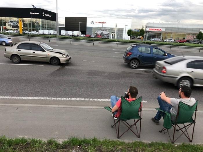 Цивилизованные люди ждут полицию ДТП, Ожидание, Фотография, Киев
