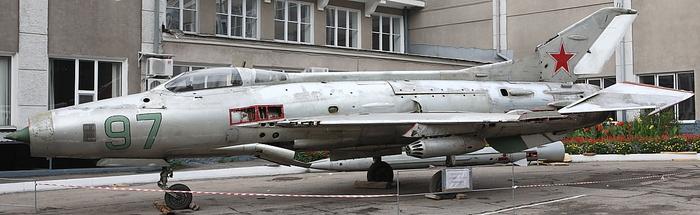МиГ-21Ф-13 во дворе Саратовского ГТУ Истребитель, Миг-21, Миг-21ф-13, Саратов, Сгту, Длиннопост