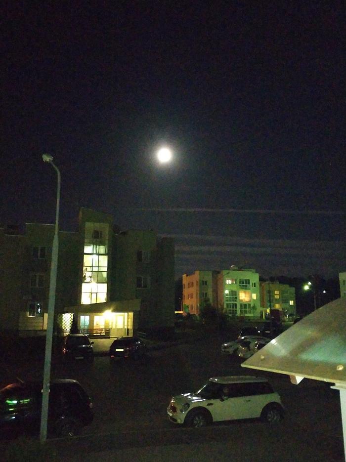 Когда живёшь не далеко от Шереметьево, твоё небо полосуют Полосы, Сатурн, Луна, Хреновое фото
