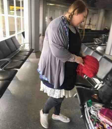 Пассажирка, не желавшая платить за слишком тяжёлый багаж, придумала остроумное решение Юмор, Странности