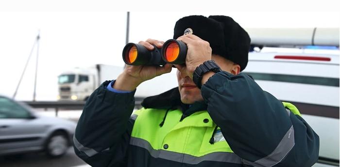 Инспектор ГАИ с биноклем Человек, ДПС, Инспектор, Трасса, Дорога, Машина, Бинокль, Башкортостан