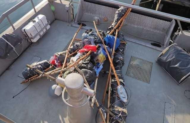 Голландские пограничники выловили африканца, пытавшегося доплыть до Британии на плоту из горшков Новости, Пограничники, Плот, Длиннопост