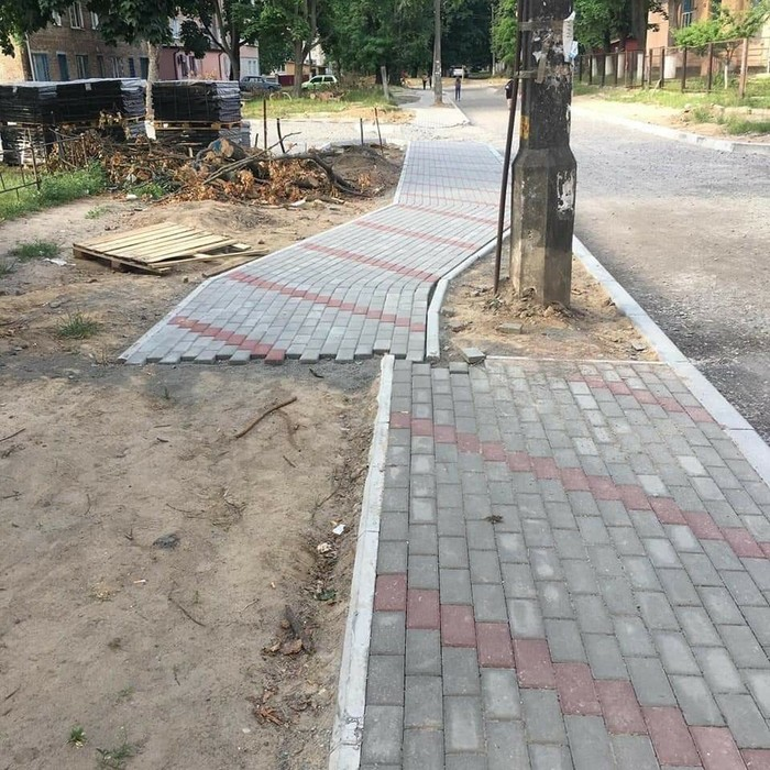 Ад перфекциониста Рукожоп, И так сойдет, Строительство, Пешеходная дорожка