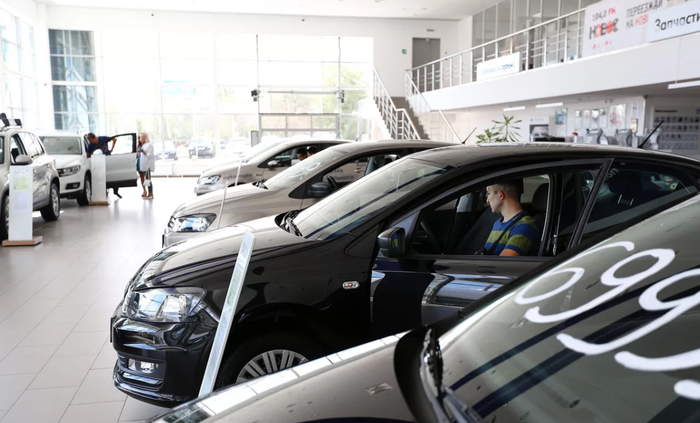 В России рекордно упали продажи новых автомобилей Авто, Автосалон, Авторынок, Автопром, Статистика, Продажи упали