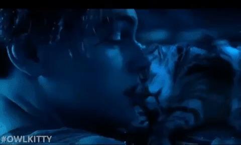 Когда лучше сдохнешь сам, чем подвинешь спящего котиньку Кот, Титаник, Леонардо Ди Каприо, Гифка, Owlkitty