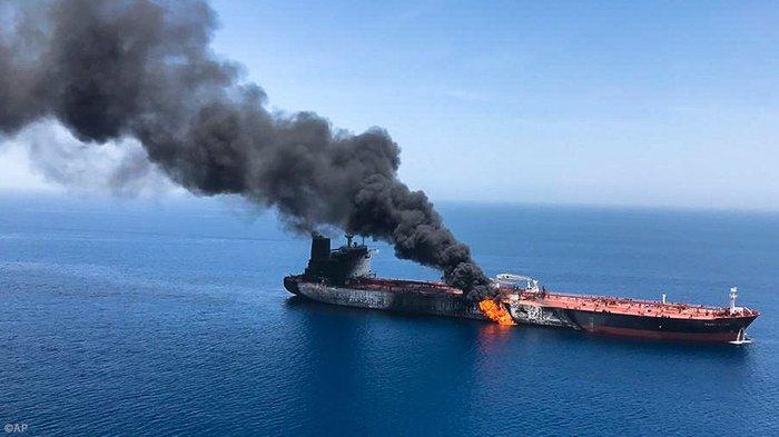 США обвинил Иран во взрыве танкеров в Оманском заливе Политика, Новости, Иран, США, Нападение, Танкер, Провокация, Майкл Помпео