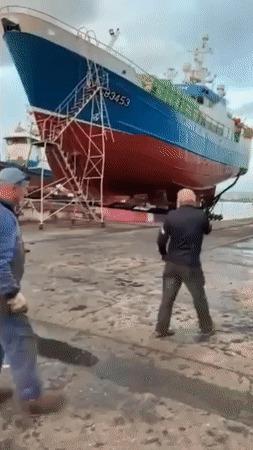 Кораблик устал...