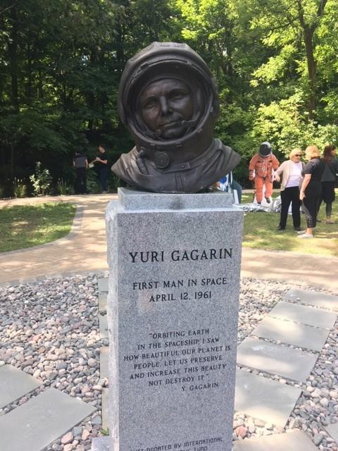Бюст Юрию Гагарину установлен в г. Кливленд, Огайо США