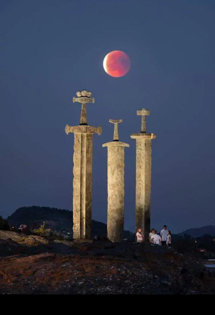 Кровавая луна в Норвегии