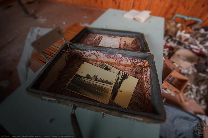 Нашёл и оцифровал несколько любопытных фотокарточек из чемодана на заброшенной ВЧ