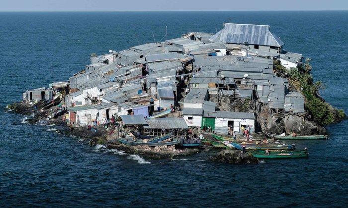 Хочу все знать #523.Жизнь на самом густонаселенном острове в мире. И на этом острове нет календаря..)) Хочу все знать, Остров, Люди, Жизнь, Рыбак, Фотография, Интересное, Длиннопост