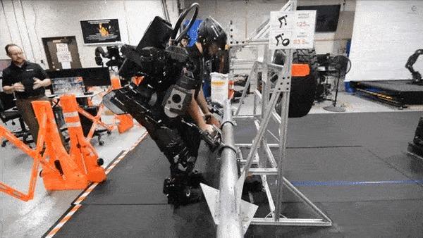Компания Sarcos представила экзоскелет Guardian XO Технологии, Робототехника, Экзоскелет, Sarcos, Гифка, Видео