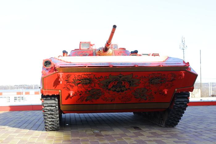 БМП-2 в хохломской росписи