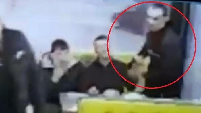 Куда встал из-за стола? Сядь сюда!: в Башкирии произошла стрельба в кафе Видео, Стрельба, Кумертау, Кафе, Негатив, Нецензурщина