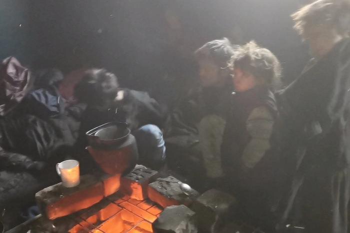 Читинцы нашли в полуразрушенном здании семью из отца и четырех детей