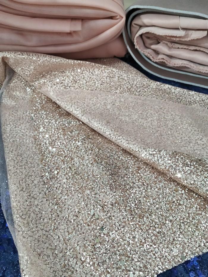 Платье на прозрачном корсаже с отрезными чашками