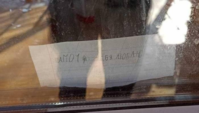 В Якутии девочка каждый день пишет записки отцу, самоизолировавшемуся в гараже