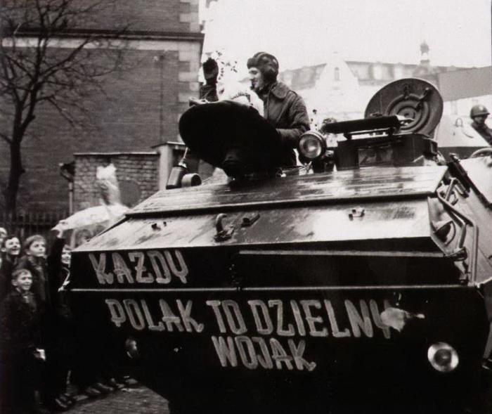 Польские БТРы возвращаются после подавления Пражской Весны, 1968 г