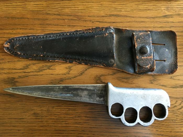 Мой прадедушка сделал этот нож для моего дедушки, когда тот уходил на войну