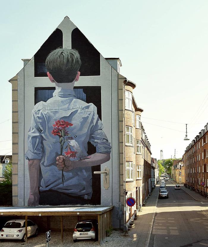 Красивое граффити Сюрприз .Aalborg, Denmark