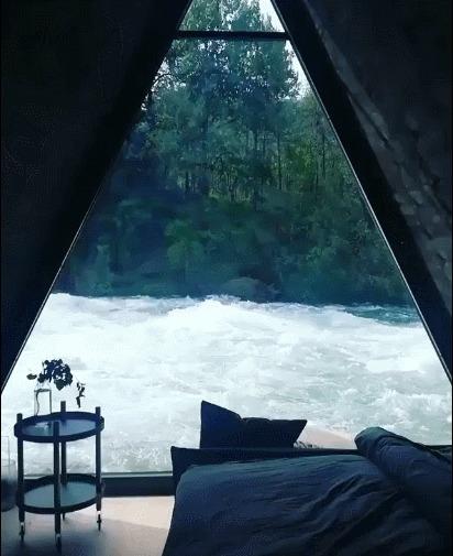 Домик у реки в Йёльстере. Норвегия