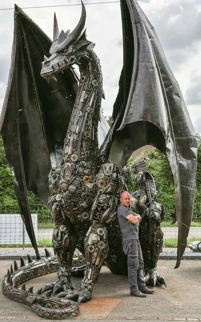 Пятиметровый дракон из старых авто-мотозапчастей и его создатель Том Самуи