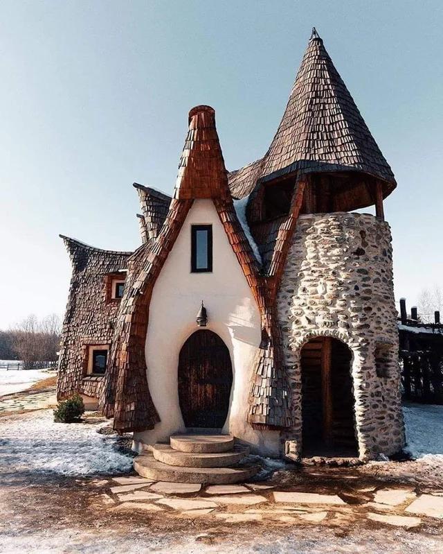 Интересный маленький замок в Румынии