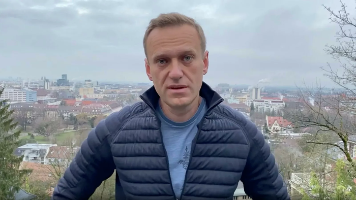 Суд отменил Алексею Навальному условный срок на реальный. Ему назначено наказание в виде 3,5 лет лишения свободы в колонии общего режима