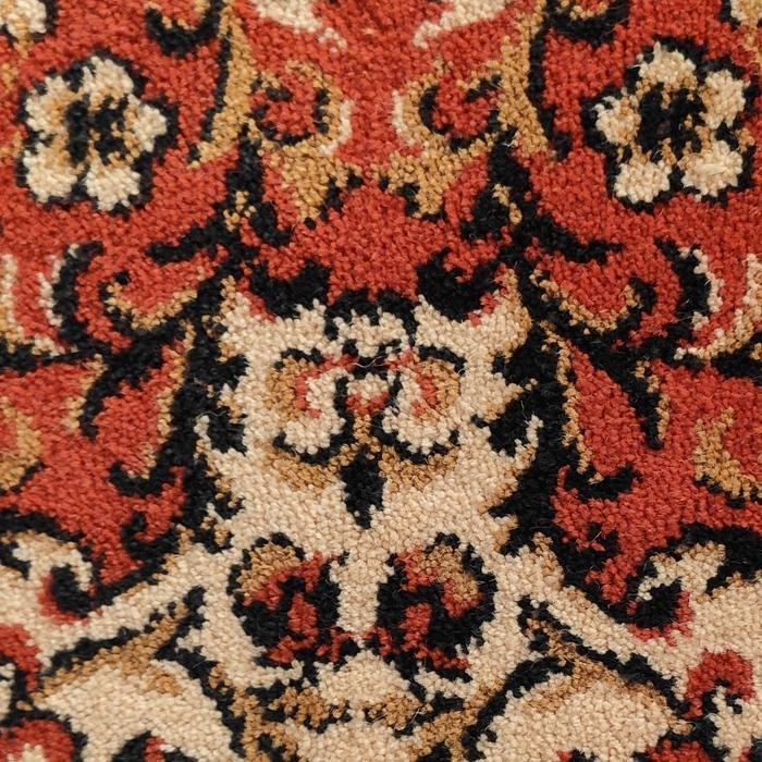 Медитирующий ковровый кот
